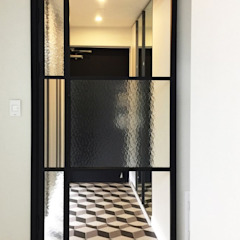 Modern Corridor, Hallway and Staircase by Olive Maison Modern