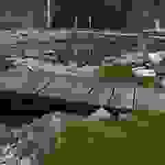 staw kapielowy w ogrodzie Wiejski basen od CHOŁUJ DESIGN s.c. Wiejski Kamień