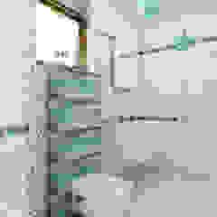 Kolonialny vintage Kolonialna łazienka od Home Atelier Kolonialny