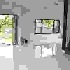 บ้านทรงกล่อง สวย เรียบง่าย ทันสมัย โดย Add-con Architect โมเดิร์น