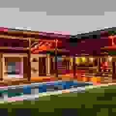 Área de Lazer em Condomínio em Esmeraldas-MG Garagens e edículas rústicas por Aptar Arquitetura Rústico Madeira maciça Multi colorido