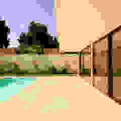 Piscinas de estilo mediterráneo de Carvallo & Asociados Arquitectos Mediterráneo