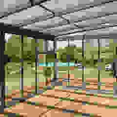 Mester Fenster-Rollladen-Markisen Classic style balcony, porch & terrace