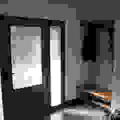 Puertas y ventanas rústicas de homify Rústico