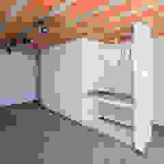 Casa Rua Madalena Garagens e edículas rústicas por Grupo Garoa Arquitetos associados Rústico Cerâmica
