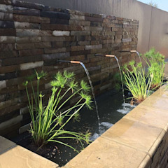 Copper spout water feature Country style garden by Acton Gardens Country Stone