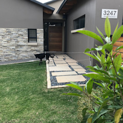 front entrance walkway Country style garden by Acton Gardens Country