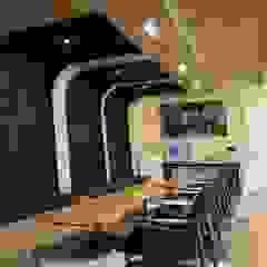 Gimnasios en casa de estilo escandinavo de oldantique design 오직 모양새만 생각하는 사람들 Escandinavo Compuestos de madera y plástico