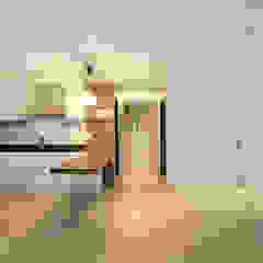 Modern Living Room by 일곱기둥 인테리어 Modern