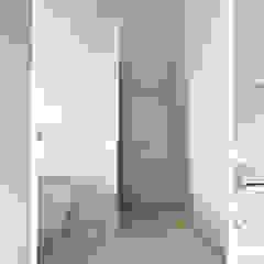 Moderne kamer en suite Minimalistische badkamers van Binnenvorm Minimalistisch Marmer