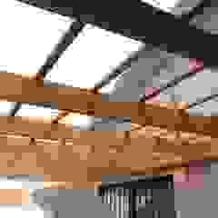 Balcones y terrazas rústicos de Constructora Acuña Rústico Madera Acabado en madera