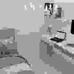 Habitación Elegant Habitaciones de estilo clásico de Naromi Design Clásico Madera Acabado en madera