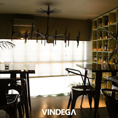 Vindega Wine Bistro por Stabörd Tropical