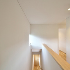 五藤久佳デザインオフィス有限会社 Eclectic style corridor, hallway & stairs