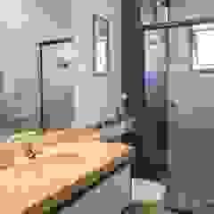 Apartamento rústico/sofisticado completo Banheiros rústicos por Camarina Studio Rústico