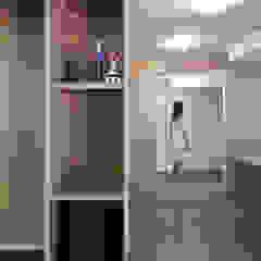Arredo zona TV e ingresso PLUS ULTRA studio Soggiorno minimalista Legno Grigio
