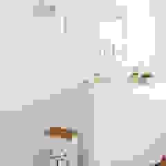 Little One Tropical style nursery/kid's room