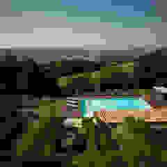 La piscina nel contesto naturale Piscina in stile mediterraneo di PLUS ULTRA studio Mediterraneo