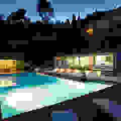 Piscina e illuminazione Piscina in stile mediterraneo di PLUS ULTRA studio Mediterraneo