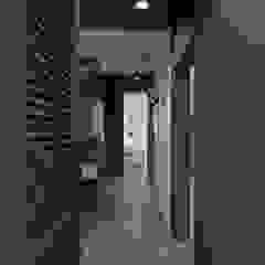 Флер Коридор, прихожая и лестница в стиле минимализм от ДОМ СОЛНЦА Минимализм