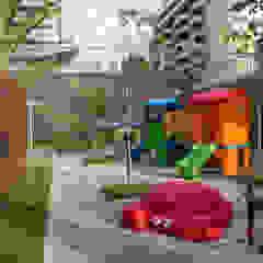 Jardines de estilo moderno de OIKE Arquitetos Moderno