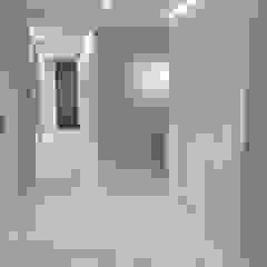 Коридор, прихожая и лестница в модерн стиле от DISIGHT Модерн