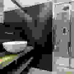 Un appartamento in cui vivere lo stile Bagno moderno di Daniela Nori Moderno