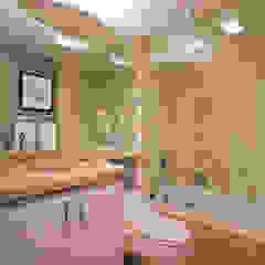 Modern bathroom by FORMA Design Inc. Modern