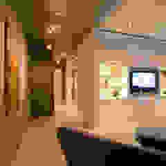 Modern corridor, hallway & stairs by FORMA Design Inc. Modern