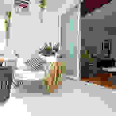 Azjatycki balkon, taras i weranda od Marilen Styles Azjatycki
