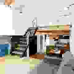 ほどよく自然体でかっこよく暮す家「BROOKLYN HOUSE」 インダストリアルな 玄関&廊下&階段 の オレンジハウス インダストリアル