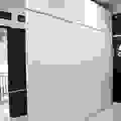 Habitaciones de estilo minimalista de The GoodWood Interior Design Minimalista