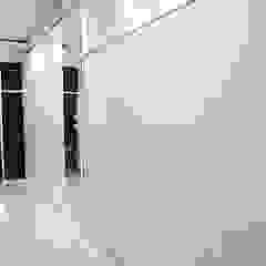 Vestidores de estilo minimalista de The GoodWood Interior Design Minimalista