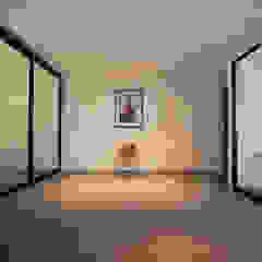 SIGLAP VALLEY HDB Dinding & Lantai Minimalis Oleh INK DESIGN STUDIO Minimalis Keramik