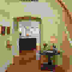 """Cook's Kitchen"" Renovation in Potomac, Maryland BOWA - Design Build Experts 經典風格的走廊,走廊和樓梯"