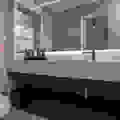 apartamento morro das pedras Banheiros minimalistas por studio vert arquitetura Minimalista