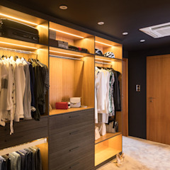 Tropical style dressing room by Viva Design - projektowanie wnętrz Tropical Solid Wood Multicolored