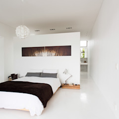 NEW HOUSE GARDENS, CAPE TOWN Minimalist bedroom by Grobler Architects Minimalist
