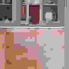 Brancaster Marshes Moderne Küchen von NAKED Kitchens Modern Holz Holznachbildung