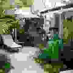 Contemporary Coastal retreat Rustic style garden by Young Landscape Design Studio Rustic