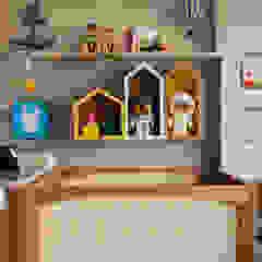 Quarto do Bernardo por Pri Martins Arquitetura Minimalista Madeira Efeito de madeira