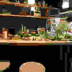 de INTERIOR BOOKWORM CAFE Escandinavo Madera Acabado en madera