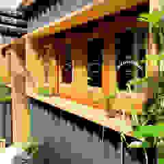 de INTERIOR BOOKWORM CAFE Industrial Madera Acabado en madera