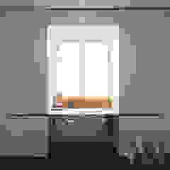 dieMeisterTischler Ruang Studi/Kantor Modern Kayu White