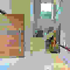 Residência Cond. Reserva do Arvoredo Corredores, halls e escadas modernos por Tania Bertolucci de Souza   Arquitetos Associados Moderno