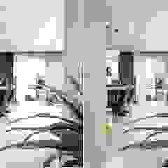 Pasillos, vestíbulos y escaleras modernos de 디자인 아버 Moderno