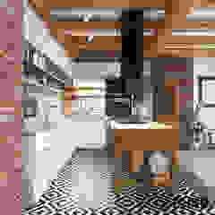 Dom w Grajowie Wiejska kuchnia od MIKOŁAJSKAstudio Wiejski