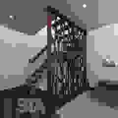 Pasillos, vestíbulos y escaleras modernos de Soluciones Técnicas y de Arquitectura Moderno