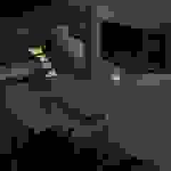 من Garnet Design de Interiores إستوائي