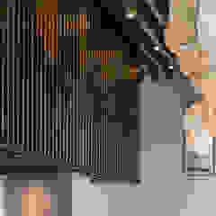 TOSHI Nikkei Restaurant de PALACIO ARQUITECTOS Asiático Madera Acabado en madera